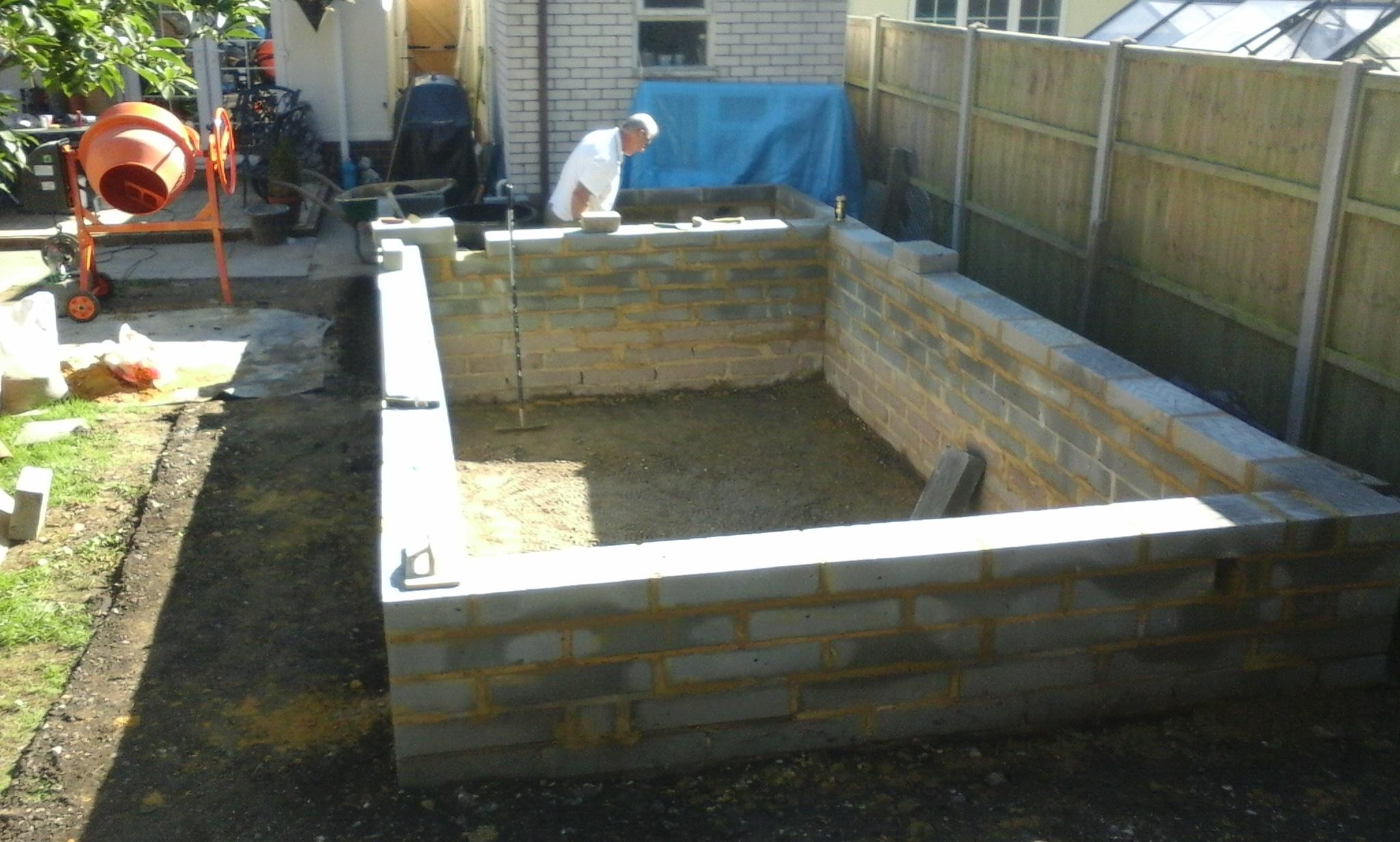 Raised koi pond pond stars uk for Koi pool construction